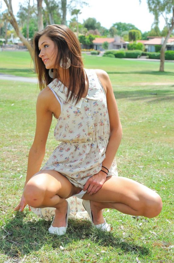 FTV girl Presley Dawson flashing old men on the golf course